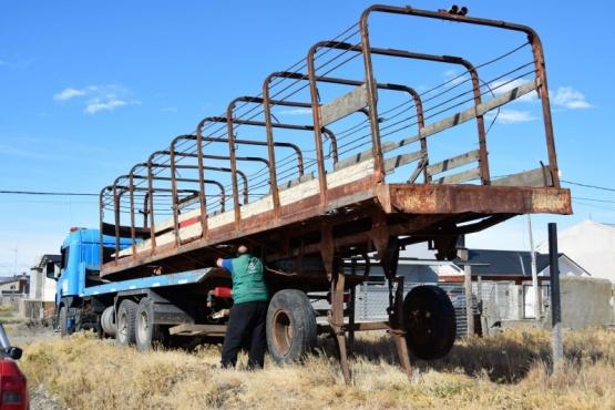 Río Gallegos  Retiran acoplado del barrio El Faro y avanza con la erradicación de chatarra