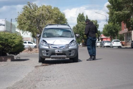 Oficiales de policía tomaron testimonio de la involucrada.