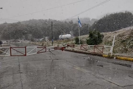 Nieve en las laderas montañosas de Río Turbio