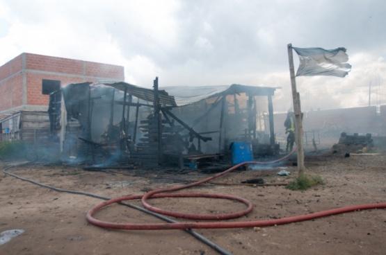 Incendio en el barrio 22 de septiembre (Leandro Franco)