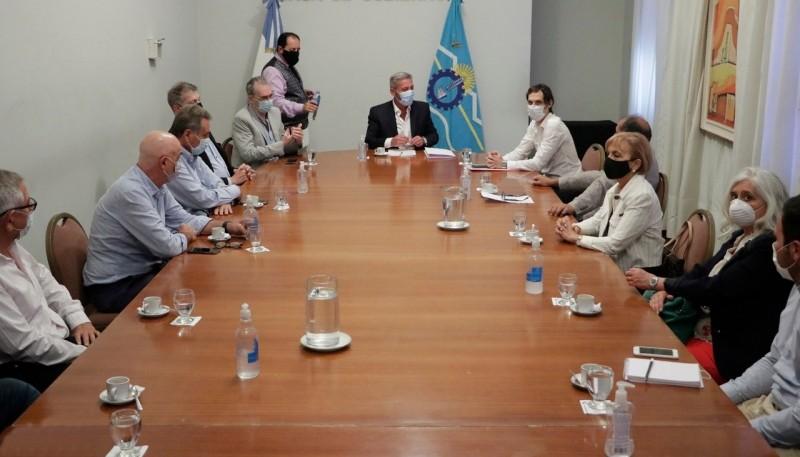 Chubut| Arcioni se reunió con representantes de clínicas y sanatorios de la provincia