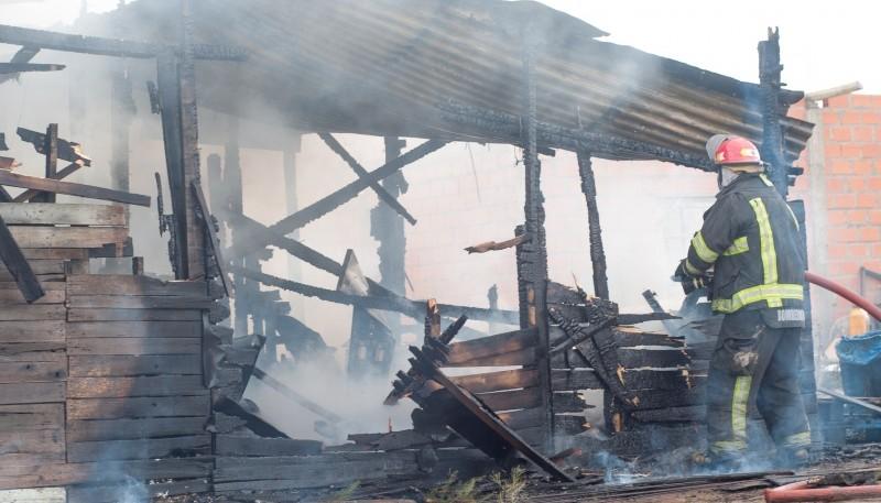 El fuego consumió en su totalidad la vivienda. (Foto: L.F.)