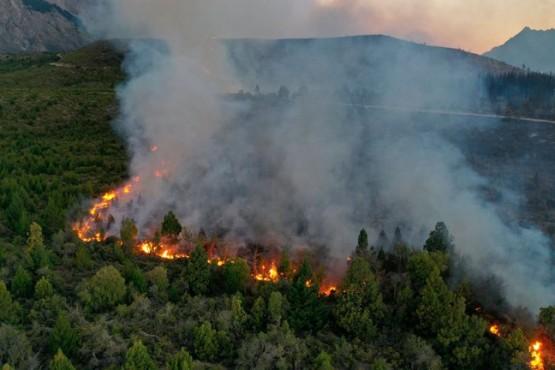 El incendio en El Bolsón llegó hasta Chubut