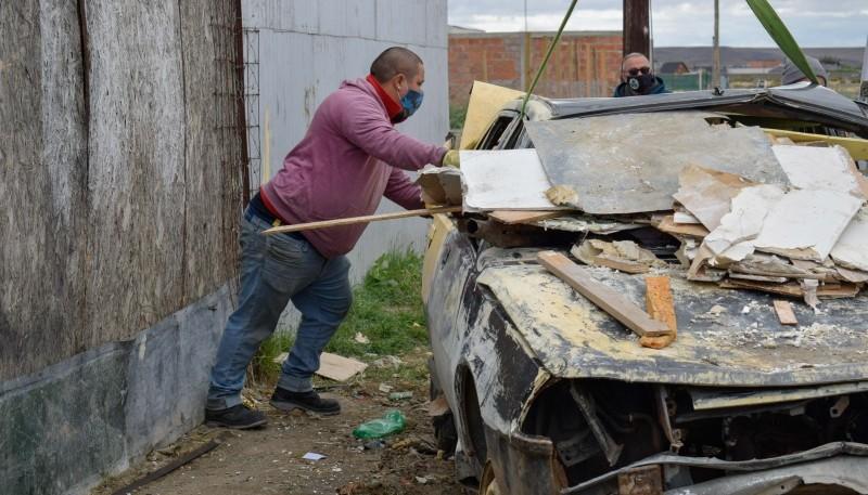 Obras Públicas: Municipio de Río Gallegos  retiró chatarra en el barrio Evita