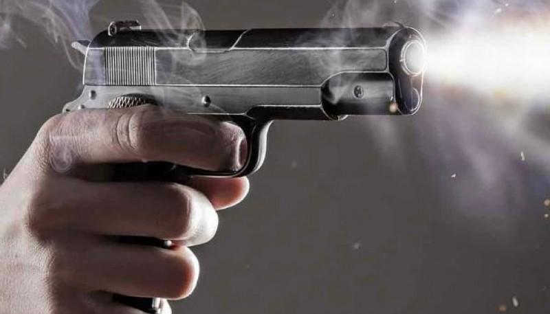 Un hombre disparó contra una camioneta
