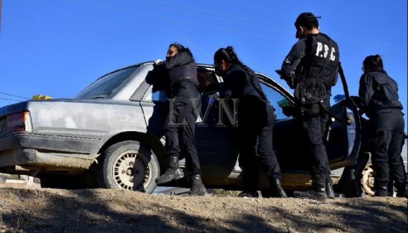 Los delincuentes se trasladaban en un Peugeot 505.