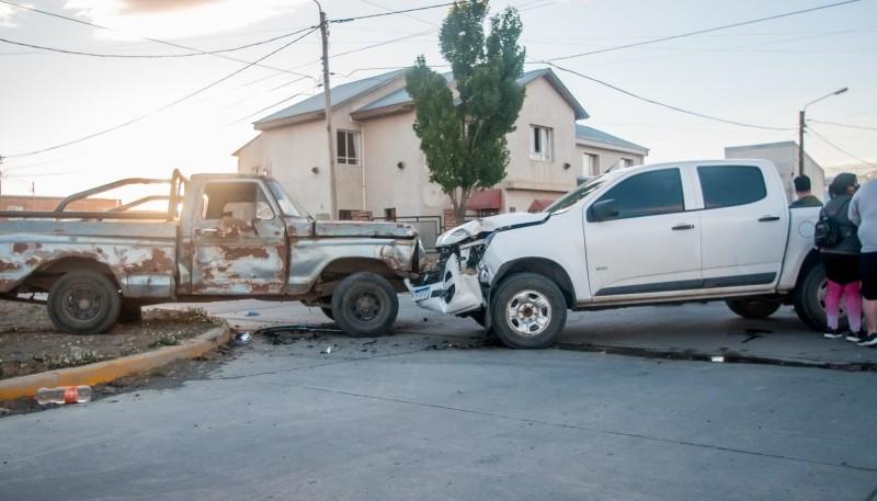 La Chevrolet presentó una importante abolladura en el frente. (Foto: L.F.)