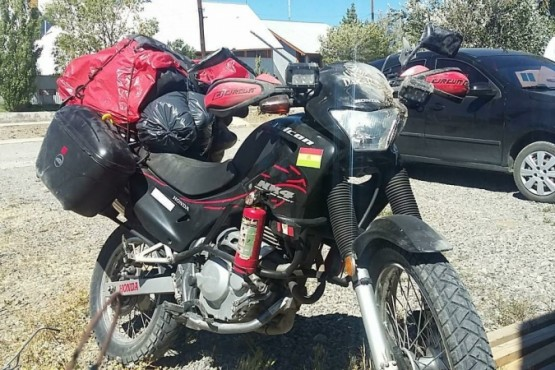 La motocicleta Falcón 250 C.C del hombre accidentado.