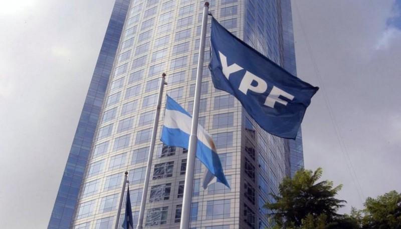 Un grupo de bonistas respaldó la oferta de reestructuración de YPF