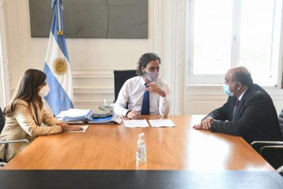 Santiago Cafiero reunido.
