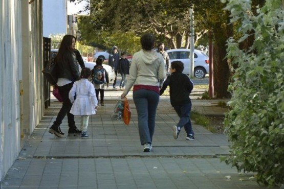 Clases en Santa Cruz: Educación se reunió con los gremios y enfatizó la vocación de presencialidad