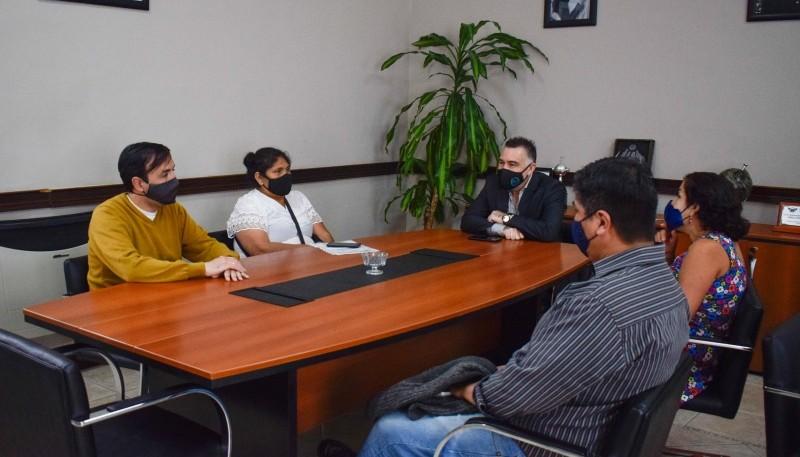 Grasso y Álvarez se reunieron con vecinos del Bicentenario por la titularidad de los terrenos