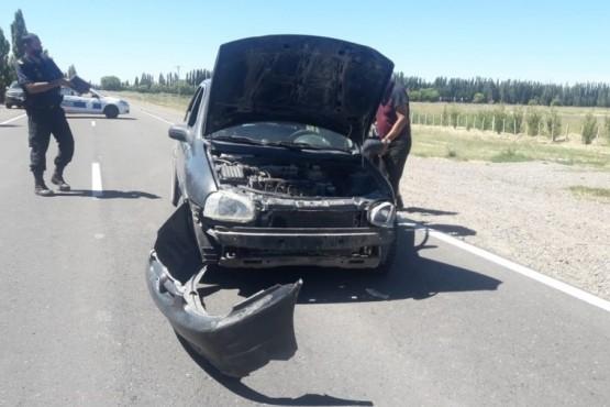 El Corsa terminó con importantes daños en la parte frontal.
