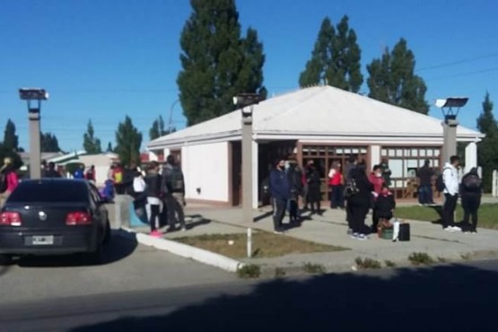 Personal de la UTA impide que salga colectivo a Cabo Vírgenes