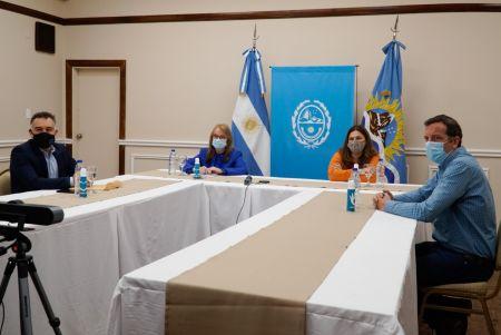 Alicia Kirchner y los funcionarios.
