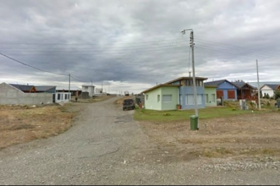Río Gallegos | Chocó contra un portón en el barrio El Faro
