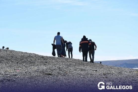 Río Gallegos | Personal municipal realizó operativo de limpieza junto al Club de Pescadores
