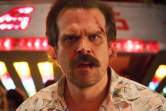 """Un actor de """"Stranger Things"""" demandó a Netflix por malas condiciones laborales y sanitarias en pandemia"""