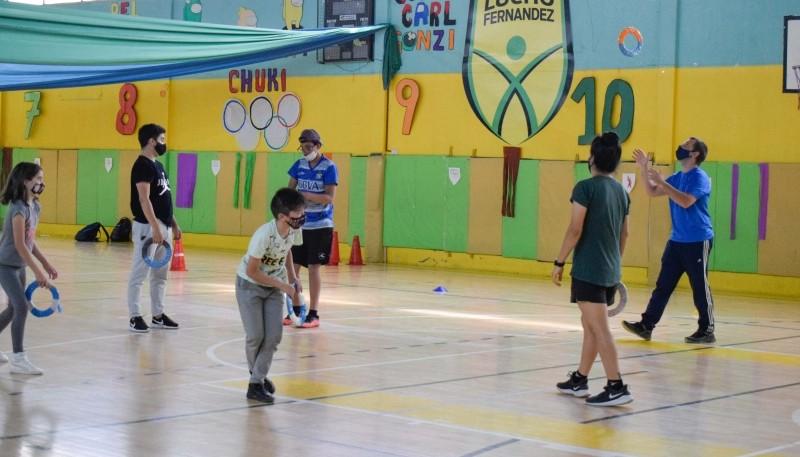 Colonos del Lucho Fernández disfrutaron de juegos en el interior y en el playón deportivo