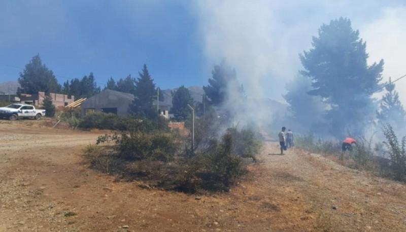 Epuyén  - Chispas de soldadura provocan principio de incendio