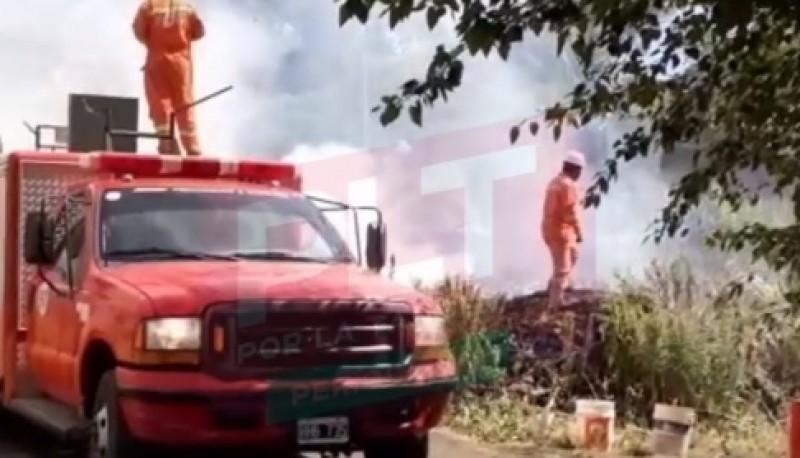 Los bomberos controlaron el fuego. (Fuente: Por la Tangente)