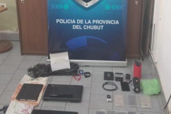 Allanamiento por robo en local de venta de celularesen Esquel