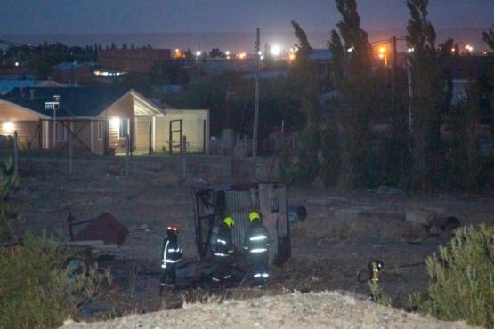 Bomberos sofocaron el siniestro en el terreno. (Foto: C.G.)