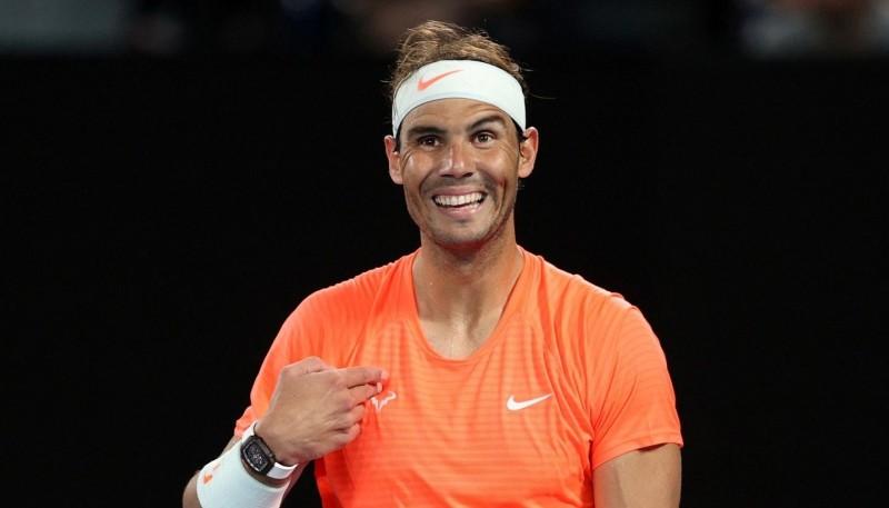 Rafael Nadal sorprendido ante los gestos de una espectadora.
