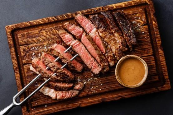 Crearon el primer bistec de costilla de carne cultivada impreso en 3D