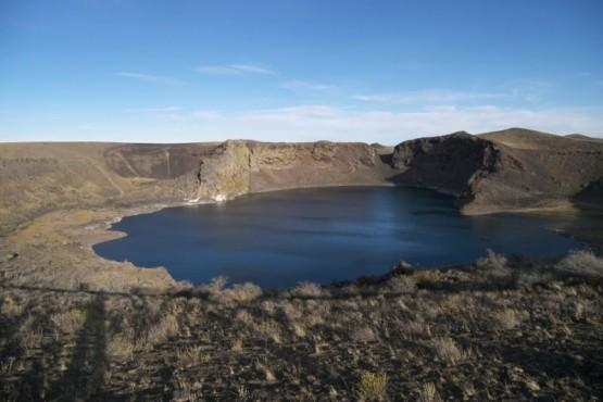 La Reserva Provincial Laguna Azul fue creada en el año 2005 bajo la ley provincial N° 2828 que está situada a 60 km de Río Gallegos.