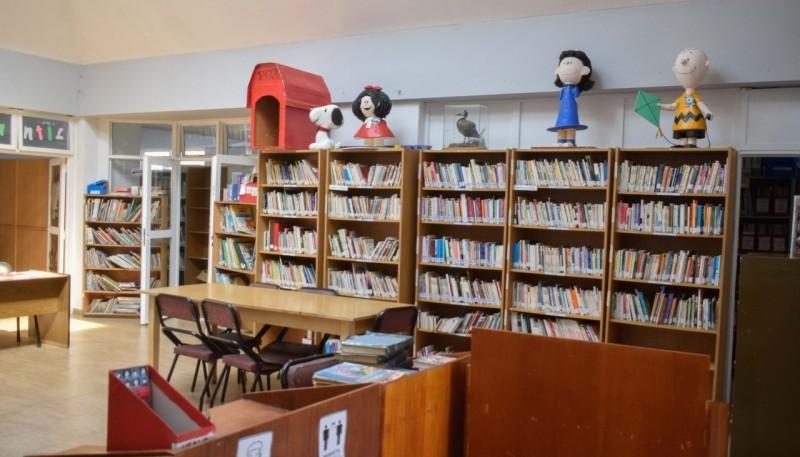 La biblioteca está ubicada en Costa Rica y Bella Vista.