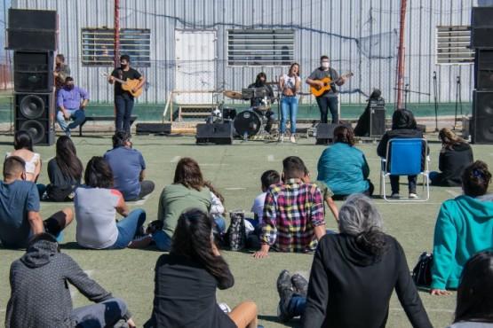 Participaron solistas y grupos musicales.