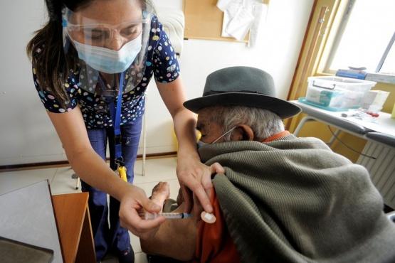 Cómo hizo Chile para acelerar el proceso de vacunación contra el COVID-19