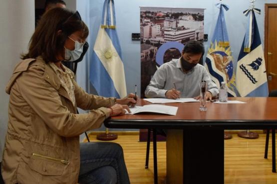 Municipio de Río Gallegos firmó acta acuerdo con librerías por canasta escolar