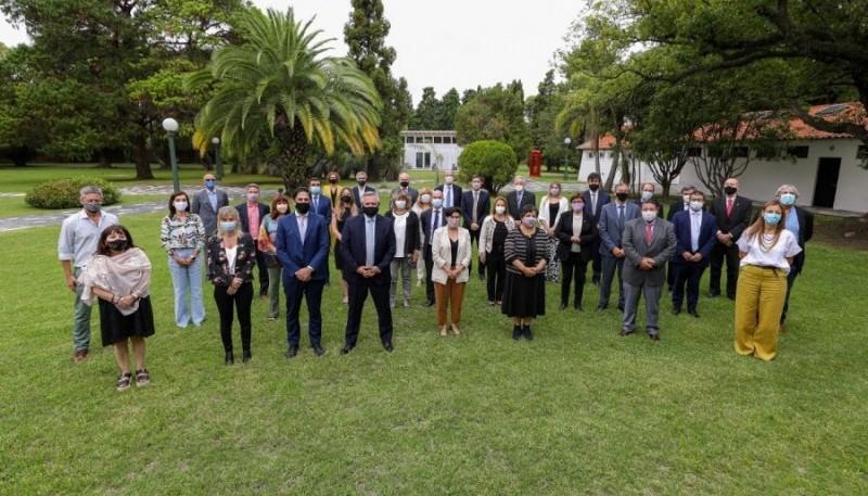 Alberto junto a los ministros de Educación del país.