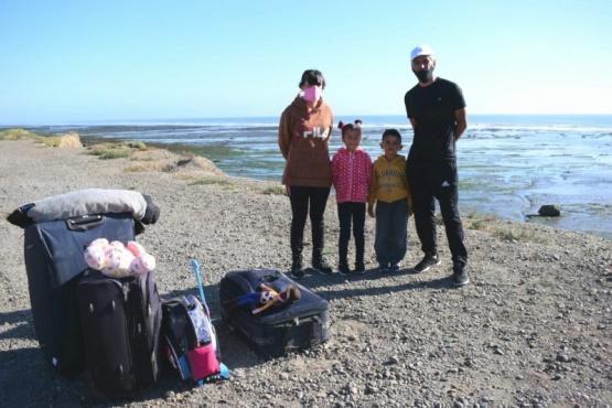 Una familia de Santiago del Estero, sin lugar donde vivir en Caleta Olivia y con la necesidad de volver