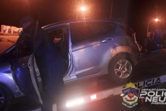 Le iban a secuestrar el auto a una mujer y le pegó dos cabezazos a un comisario