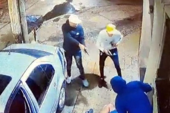 Violento asalto a un policía: le gatillaron en la cabeza pero se salvó porque no salieron las balas