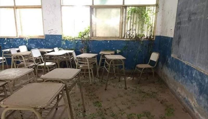 Una escuela fue víctima del abandono y las malezas la usurparon
