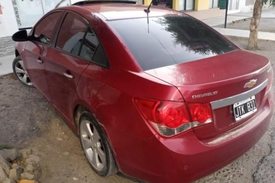 El rodado Chevrolet Cruze recibió el disparo del agresor.