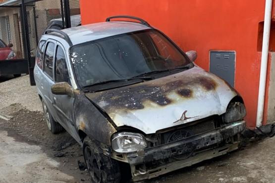 Río Gallegos | Incendio intencional sobre un auto en el barrio del Carmen