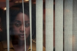 """""""Detrás de sus ojos"""": Estrenó el trailer de su primer thriller erótico"""