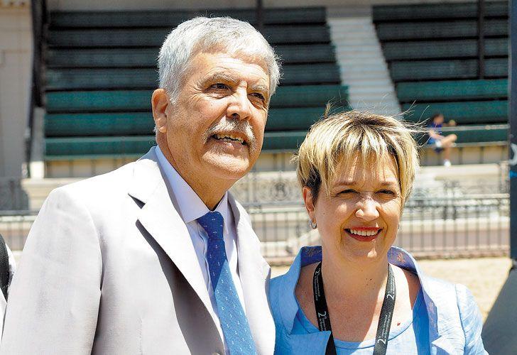 Julio De Vido junto a su esposa.