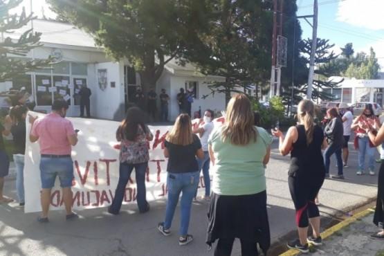 Vecinos de Piedra Buena se movilizaron contra la distribución irregular de las vacunas