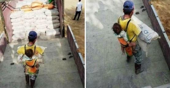 Un obrero viudo carga a su hijo en la espalda en la obra para no dejarlo solo