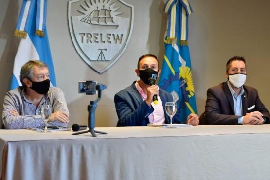 Maderna en conferencia de prensa.