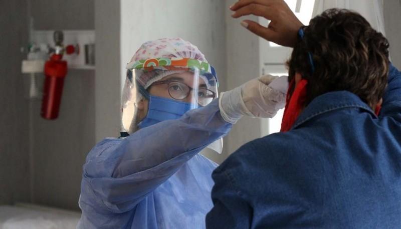 Advierten sobre el riesgo de bajar de 14 a 10 días la cuarentena por coronavirus