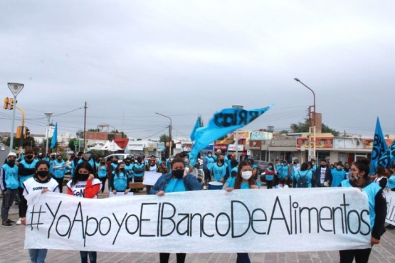 Barrios de Pie - Libres del Sur marchó en Caleta Olivia ante los aumentos en los alimentos de la canasta básica