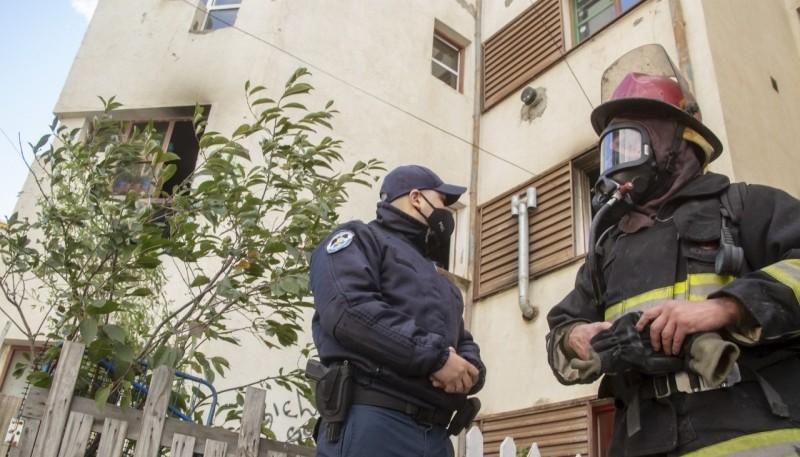 Bomberos y Policía trabajaron en el lugar del incendio. (Foto: C.G.)