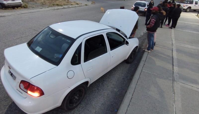 El Corsa de cinco puertas tuvo problemas en el motor, luego del impacto.. (Foto: C.G.)